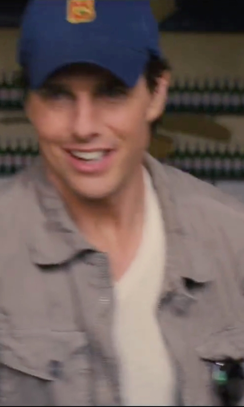 Tom Cruise with John Varvatos V-Neck T-Shirt in Knight and Day