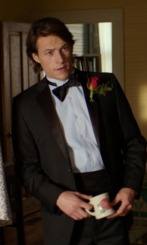 Luke Bracey with Brooks Brothers Four-Pleat Cummerbund in The Best of Me
