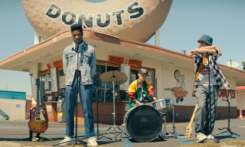 Shameik Moore with Randy's Donuts Inglewood, California in Dope