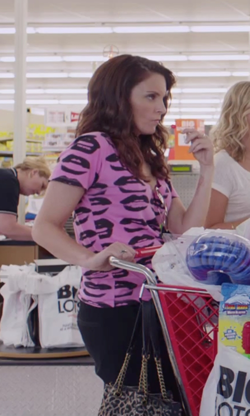 Tina Fey with Kate Spade New York Tote Bag in Sisters