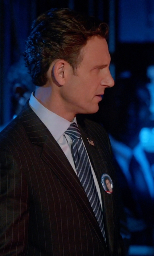Tony Goldwyn with Jos A. Bank Heritage Collection Thin White Stripe Tie in Scandal