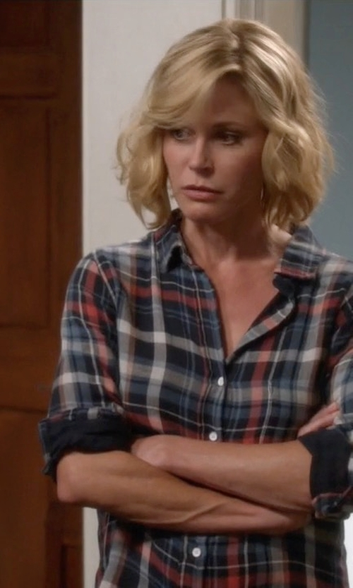Julie Bowen with Joe's Jeans Plaid Shirt in Modern Family
