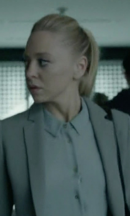 Portia Doubleday with Frank & Eileen Barry Cotton Oxford Shirt in Mr. Robot