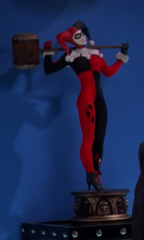Unknown Actor with Sideshow Collectibles Harley Quinn Premium Format Figure in The Big Bang Theory