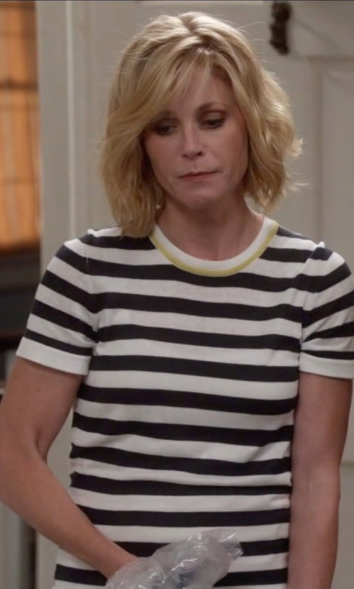 Julie Bowen with Vince Striped Short Sleeved Cotton T Shirt in Modern Family