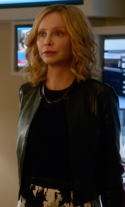 Calista Flockhart with Bagatelle Collarless Cropped Pebbled Leather Jacket in Supergirl
