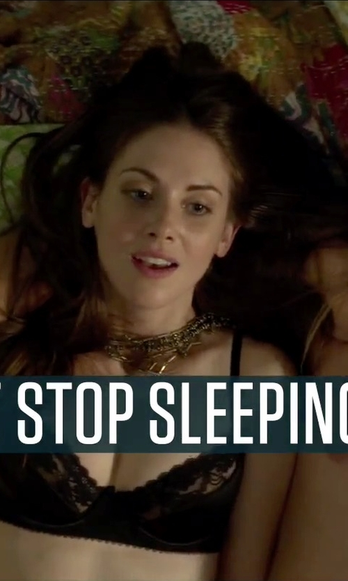 Alison Brie with Express Layered Teardrop Stones and Chain Necklace in Sleeping with Other People