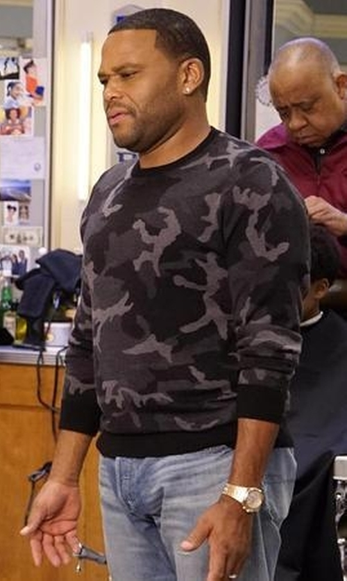 Anthony Anderson with Michael Kors Camouflage Print Sweater in Black-ish