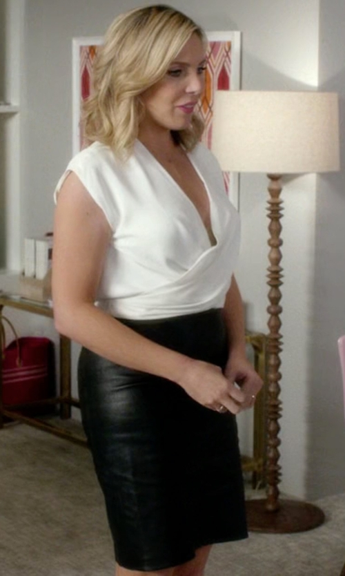June Diane Raphael with Es'givien Knee Length Skirt in Grace and Frankie