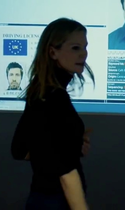 Joan Allen with Vince Favorite Turtleneck Sweater in The Bourne Ultimatum