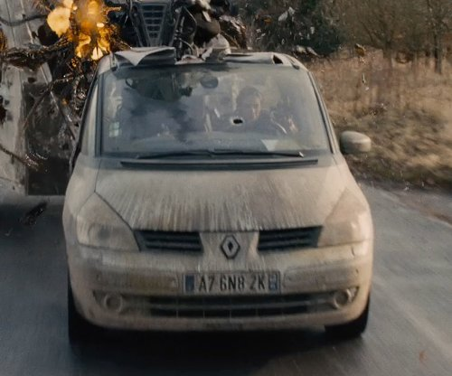 Emily Blunt with Renault Espace in Edge of Tomorrow
