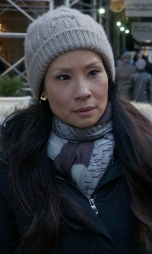 Lucy Liu with N. Peal Cashmere Cable-Knit Beanie Hat in Elementary