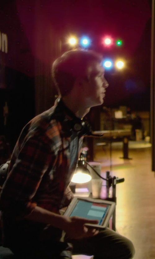 Thomas Mann with Apple iPad Mini 3 in Barely Lethal