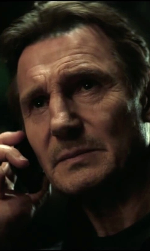 Liam Neeson with Samsung Galaxy S5 Smartphone in Taken 3