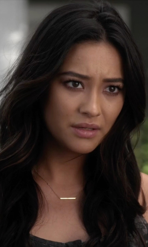 Shay Mitchell with Studio Silver Gold Over Sterling Silver Bar Necklace in Pretty Little Liars