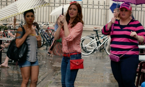 Brittany Snow with Gucci Soho Leather Chain Crossbody Bag in Pitch Perfect 2