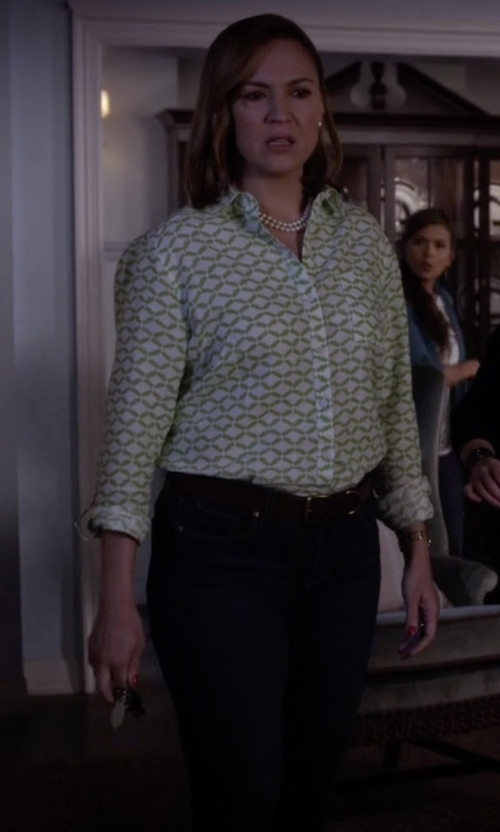 Lesley Fera with Frankie Morello Dark Wash Denim Pants in Pretty Little Liars