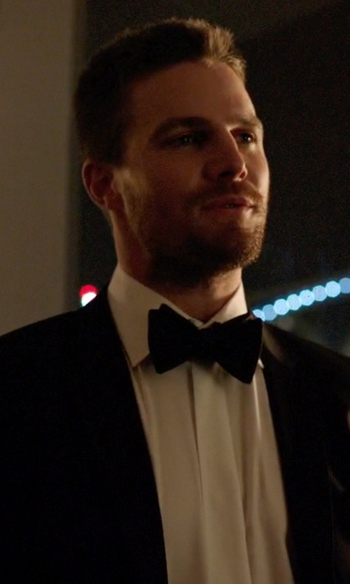 Stephen Amell with Brooks Brothers Three-Button Madison Fit Tuxedo Jacket in Arrow