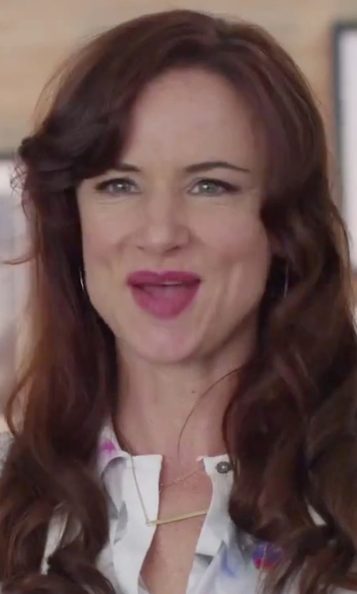 Juliette Lewis with Jennifer Zeuner	 Bar-Pendant Necklace in Jem and the Holograms