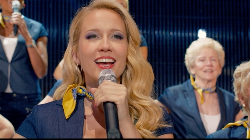 Anna Camp with Brooks Brothers Blue and Gold Silk Scarf in Pitch Perfect 2
