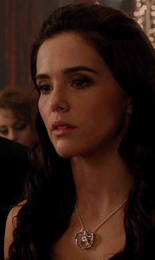 Zoey Deutch with Argento Vivo Silver Flower Cutout Necklace in Vampire Academy