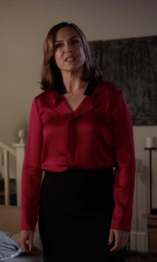 Lesley Fera with Romwe Contrast Collar Dip Hem Blouse in Pretty Little Liars