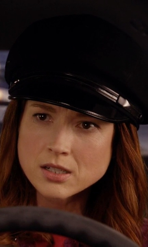 Ellie Kemper with Nona Leather Fisherman Hat in Unbreakable Kimmy Schmidt