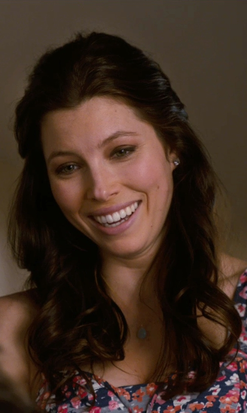 Jessica Biel with Urban Outfitters Stones Of The Valley Layered Necklace in New Year's Eve
