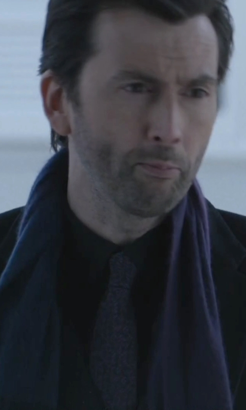 David Tennant with Higo Boss Dotted Print Silk Tie in Jessica Jones
