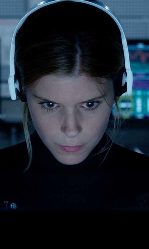 Kate Mara with iLive Wireless Bluetooth Headphones in Fantastic Four