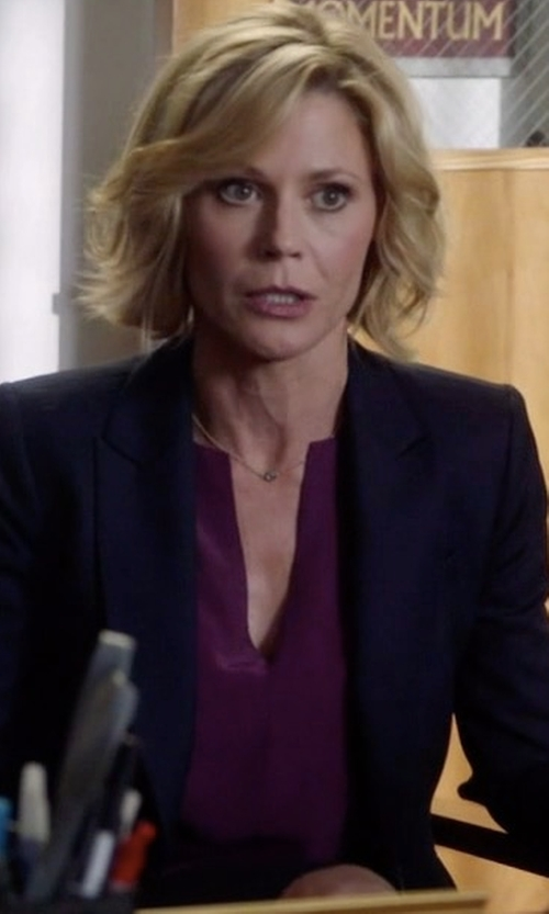 Julie Bowen with Joie Amone Blouse in Modern Family