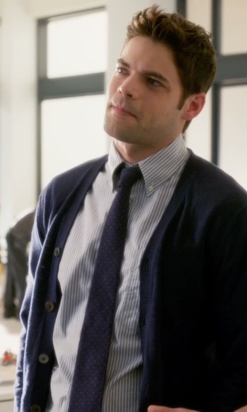 Jeremy Jordan with Lanvin Dot-Jacquard Silk Tie in Supergirl