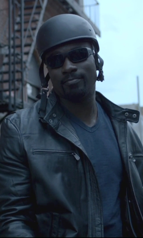 Mike Colter with Oakley Batwolf Rectangular Polarized Sunglasses in Jessica Jones
