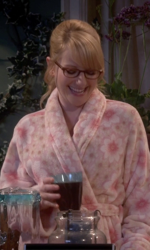 Melissa Rauch with Charter Club Super Soft Short Floral Robe in The Big Bang Theory