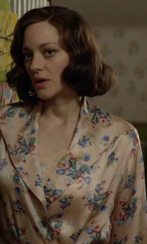 Marion Cotillard with Fadshow Sleepwear Long Robe in Allied