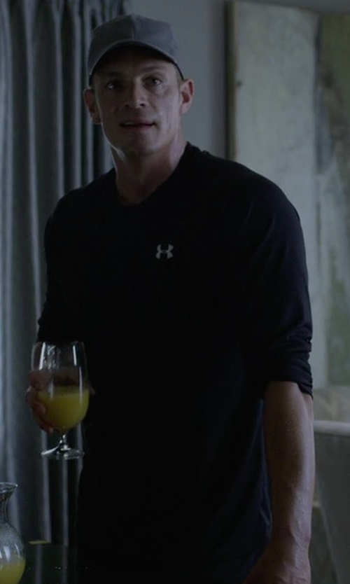 Joel Kinnaman with Under Armour Threadborne Siro Long Sleeve Shirt in House of Cards