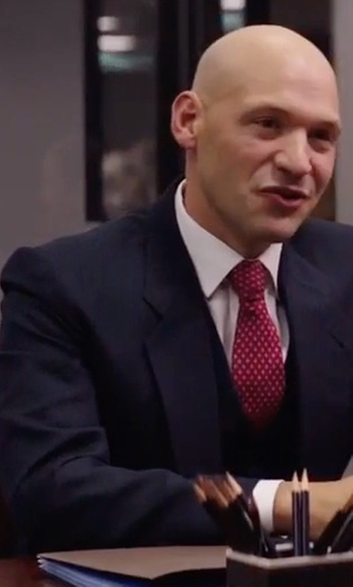 Corey Stoll with Boss Hugo Boss Hattrick Micro-Print Three-Piece Suit in Gold