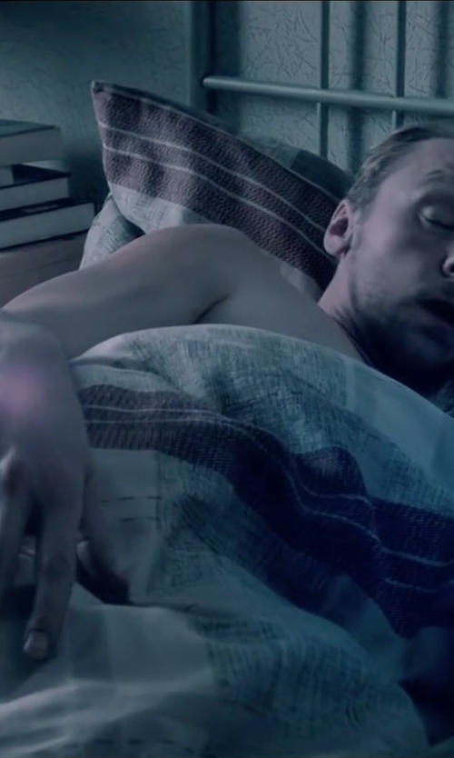 Simon Pegg with Cozy Beddings Retro Seven Piece Comforter in Absolutely Anything