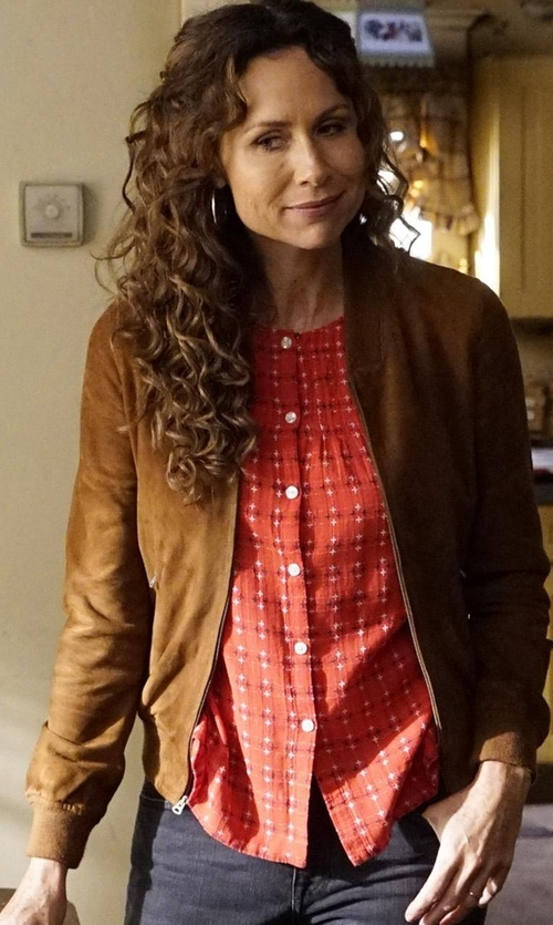 Minnie Driver with Hinge Print Button Front Blouse in Speechless