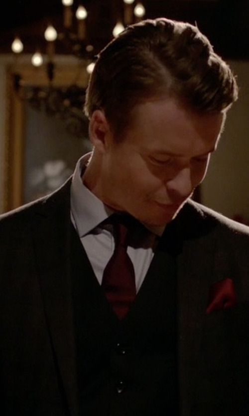 Todd Lasance with John Varvatos Star Usa Solid Silk Tie in The Vampire Diaries