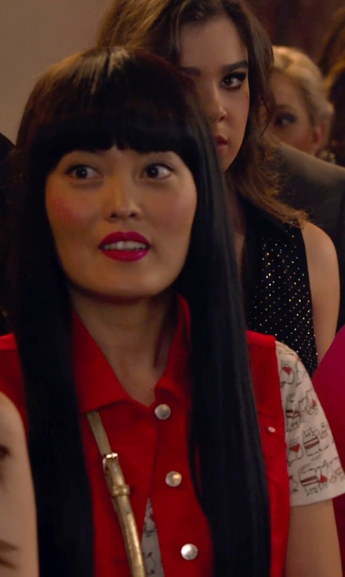 Hana Mae Lee with Splendid Scoop-Neck Short-Sleeve Zebra-Print Tee in Pitch Perfect 2