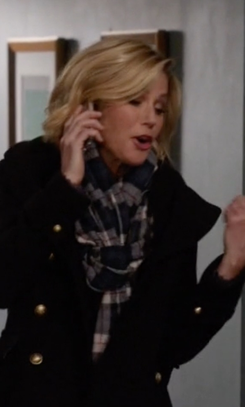 Julie Bowen with Aqua Plaid Scarf in Modern Family