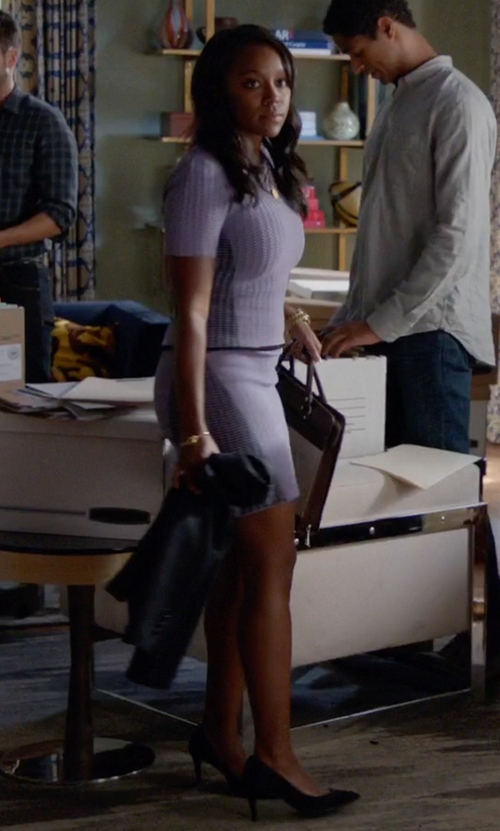 Aja Naomi King with Gianvito Rossi Classic Pointed Toe Pumps in How To Get Away With Murder