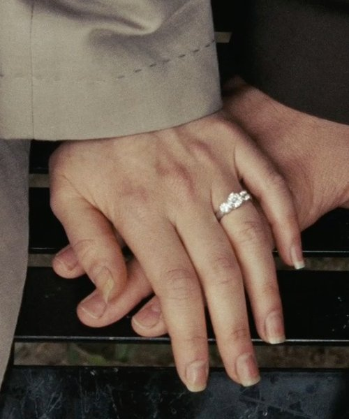 Zooey Deschanel with Prestige Unity Diamond Bridal Ring Set in (500) Days of Summer