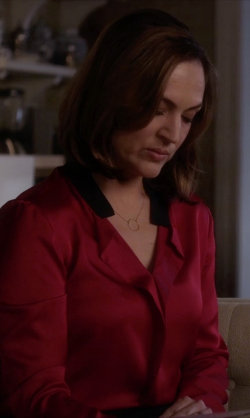 Lesley Fera with Dogeared Gold Dipped Karma Necklace in Pretty Little Liars