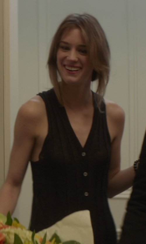Mackenzie Davis with Tibi Sleeveless Shirt Dress in That Awkward Moment