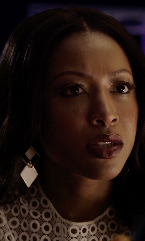 Gabrielle Dennis with Forever 21 Square Drop Earrings in Rosewood