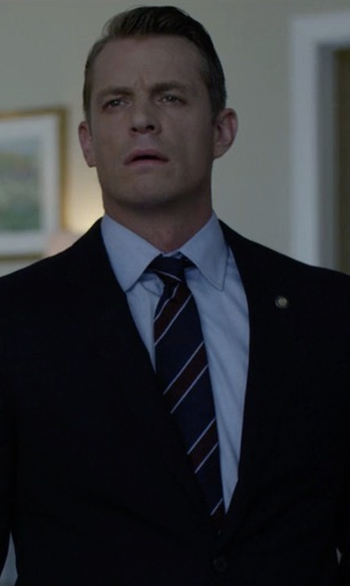 Joel Kinnaman with Brioni Satin Stripe Silk Tie in House of Cards