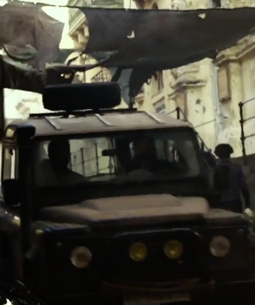 John Krasinski with Land Rover Defender SUV in 13 Hours: The Secret Soldiers of Benghazi