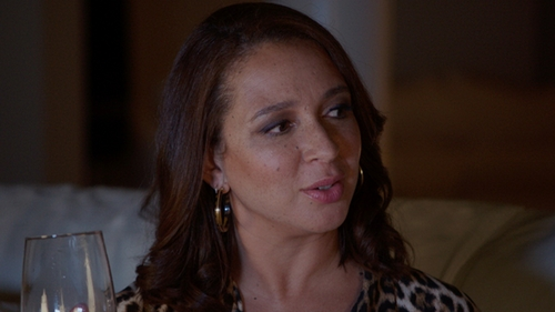 Maya Rudolph with Lauren Ralph Lauren Tortoise Clickit Hoop Earrings in Sisters